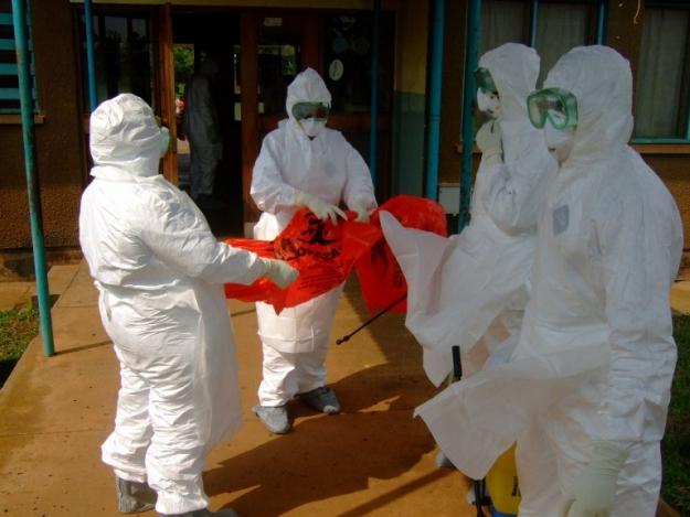 Из-за опасности проникновения лихорадки Эбола в США поставят специальные посты в пяти основных аэропортах